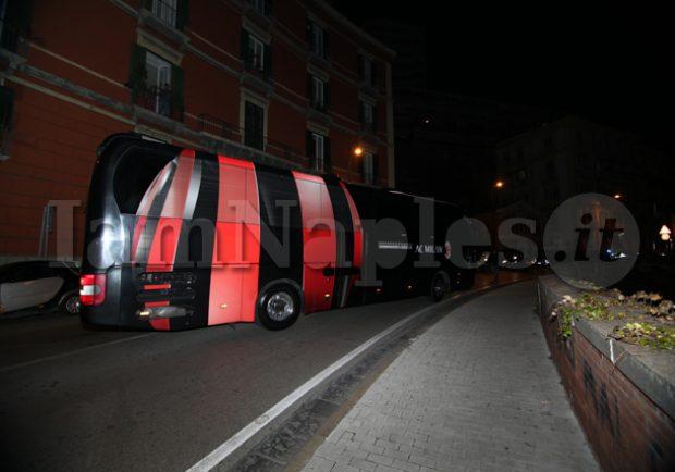 Juventus-Milan, autobus dello staff rossonero preso a sprangate