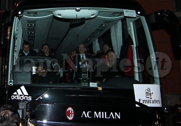 PHOTOGALLERY – L'arrivo del pullman del Milan all'Hotel Parker's di Napoli