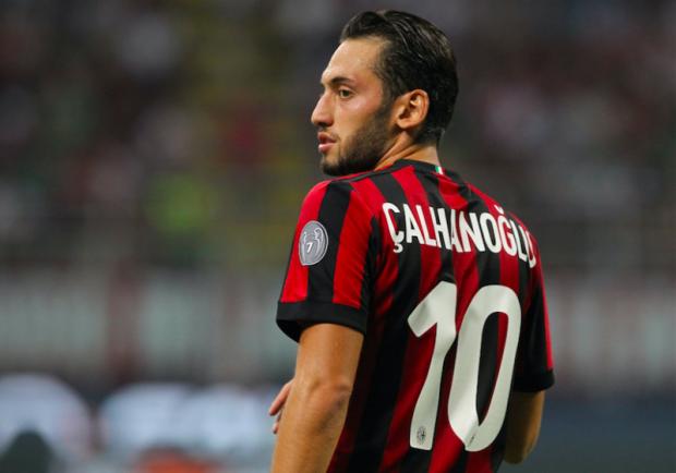 """Milan, Calhanoglu avverte gli azzurri: """"Il Napoli deve fare attenzione a non perdere altri punti"""""""
