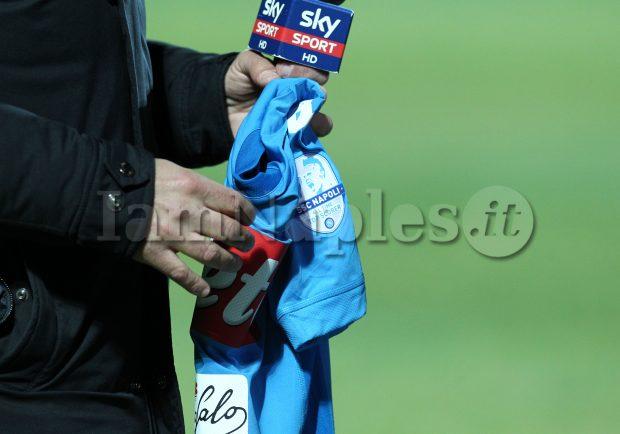 FOTO – Crotone-Napoli, maglia celebrativa per Hamsik