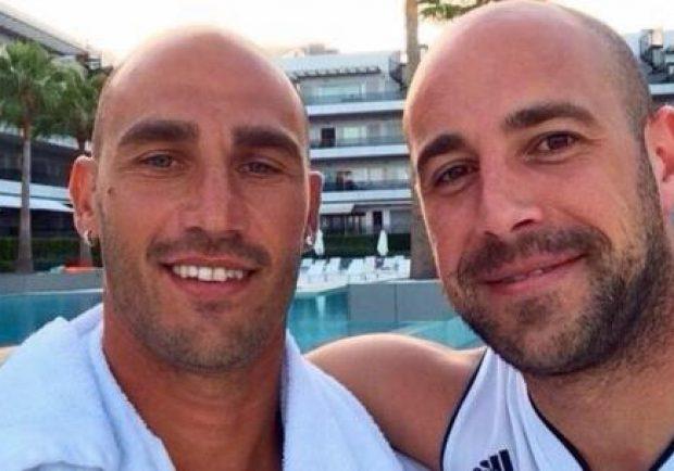 """FOTO – Reina, regalo a Paolo Cannavaro: """"La vita ci ha fatto amici, il campo ci ha reso fratelli"""""""