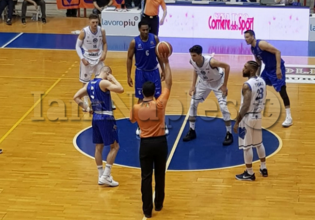 RILEGGI LIVE – Playout A2, Cuore Napoli-Basket-Roseto Sharks 89-94: è finita, Napoli retrocede in Serie B