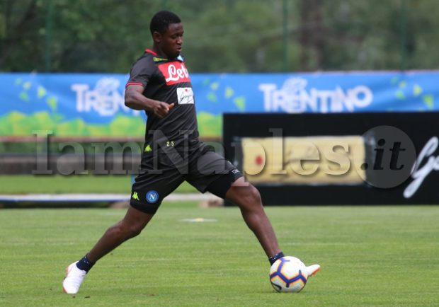 FOTO – Napoli, fiato sospeso per Diawara: il giocatore termina la partita zoppicando