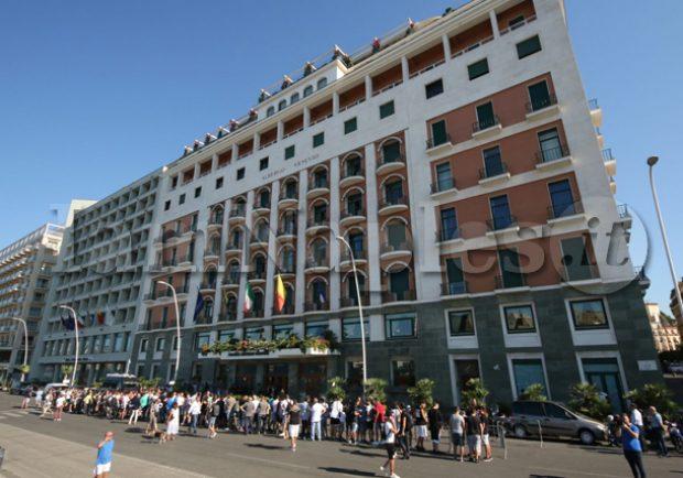 Parte la nuova stagione dall'Hotel Vesuvio: Tutti i tweet della società azzurra