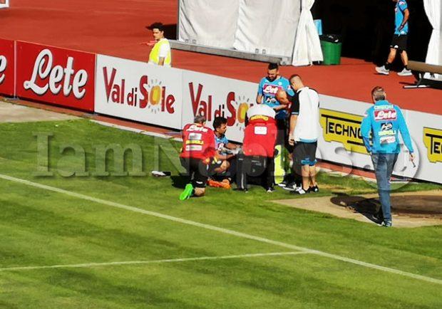 FOTO – Napoli, si fa male Meret: brutto colpo al polso sinistro, il giocatore termina anzitempo l'allenamento