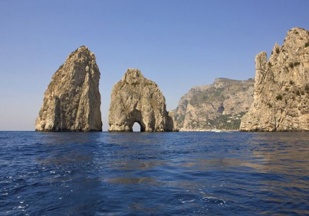 Dai Faraglioni in piazzetta: Capri accoglie Chiappucci tra sport, natura, turismo e glamour