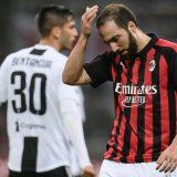 VIDEO – Milan-Juventus 0-2, che incubo per Higuain: errore dal dischetto e rosso!