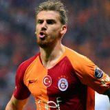 Galatasaray, Aziz imbroglia la dirigenza per volare alle Maldive. Scoperto per un post su Instagram