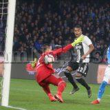 Juve-Milan, episodio dubbio: Alex Sandro tocca col gomito, ma per il VAR non è rigore