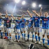 VIDEO –  De Laurentiis festeggia negli spogliatoi con la squadra e Ancelotti