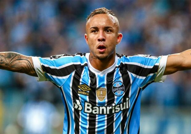 Napoli, contatti per Everton del Gremio: è sfida all'Atletico Madrid