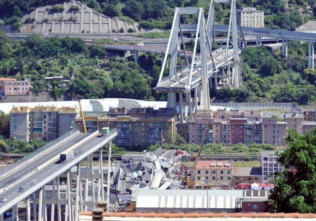 FOTO – Torre del Greco, commemorazione per il crollo del Ponte Morandi: quattro tele per ricordare le vittime