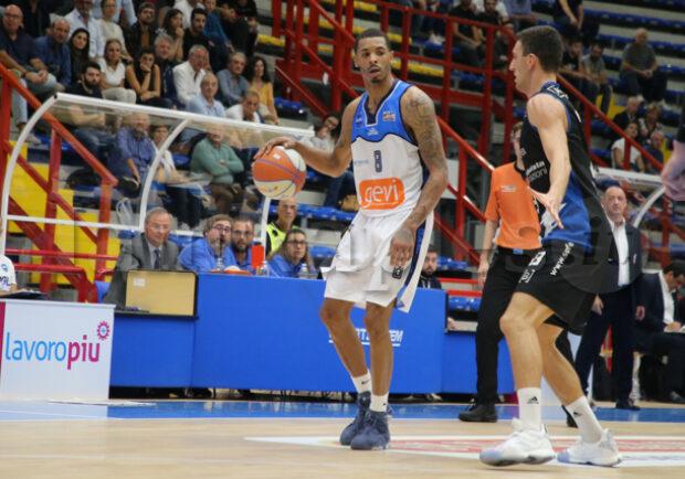 RILEGGI LIVE – Basket Napoli-Treviglio 59-82, pesante ko per i partenopei
