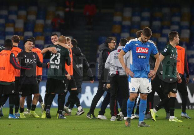 Bologna, grandi festeggiamenti dopo il successo con il Napoli: gioia dagli spogliatoi