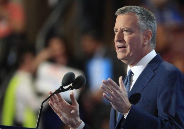 """Coronavirus – New York, il sindaco De Blasio: """"Possibile che metà popolazione venga contagiata"""""""