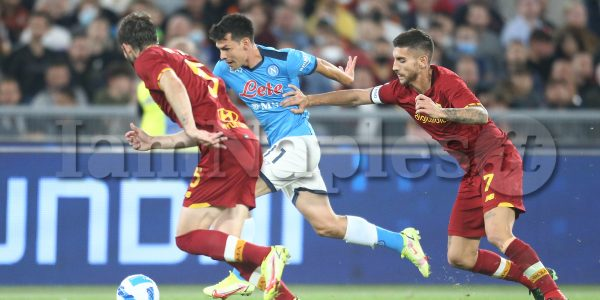 SSC Napoli's Mexican striker Hirving Lozano   challenges for the ball with Roma's Uruguayan defender Matias Vina and Roma's Italian midfielder Lorenzo Pellegrini during the Serie A football match between AS Roma and SSC Napoli at the Olimpico Stadium Roma, centre Italy, on October 24, 2021.