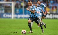 PORTO ALEGRE, BRAZIL - OCTOBER 02: Everton of Gremio during the match between Gremio and Atletico Tucuman, part of Copa Conmebol Libertadores 2018, at Arena do Gremio on October 02, 2018, in Porto Alegre, Brazil. (Photo by Lucas Uebel/Getty Images)